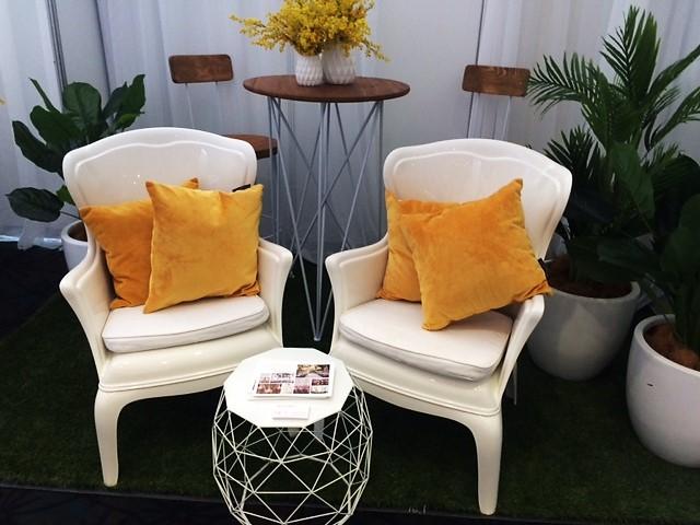 divine-events-luna-park-chairs-cocktail