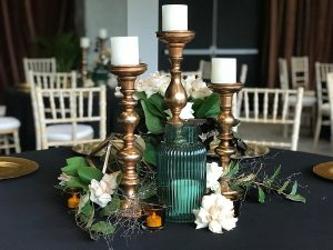 Set table with Amalfi vase copper candlesticks